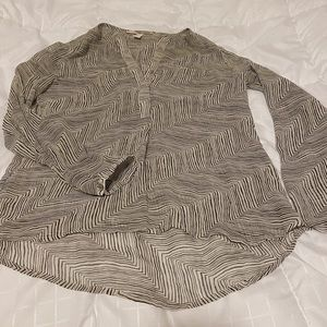 Casual long sleeve blouse with line pattern